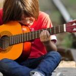 belajar-musik-membuat-anak-lebih-cerdas